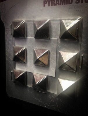 Наклейка на Сноуборд Dakine Pyramid Studs Chrome
